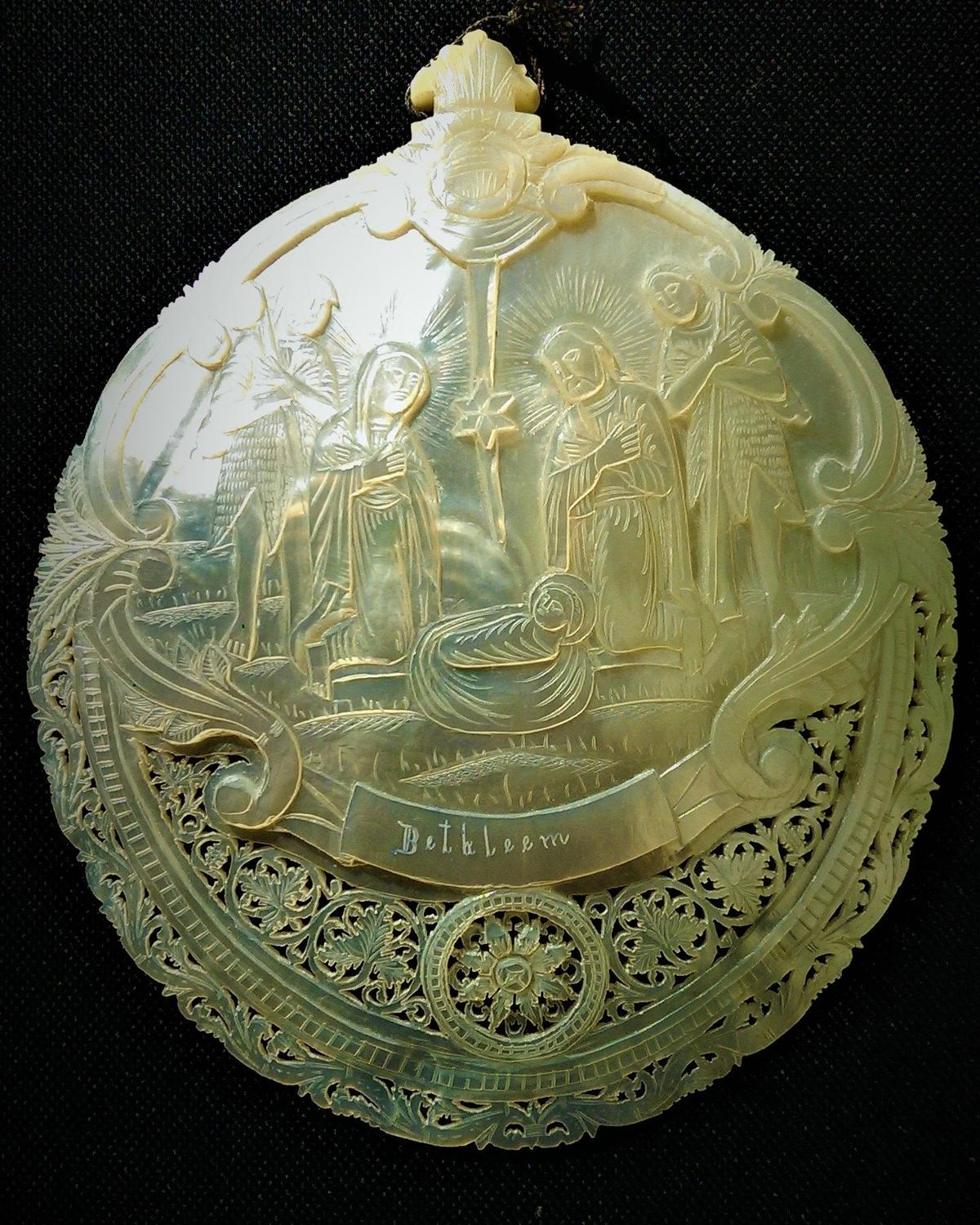 Baptismal spoon in mother of pearl carved with the Nativity