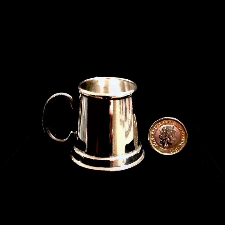 Novelty silver plated miniature tankard shape 1oz spirit measure