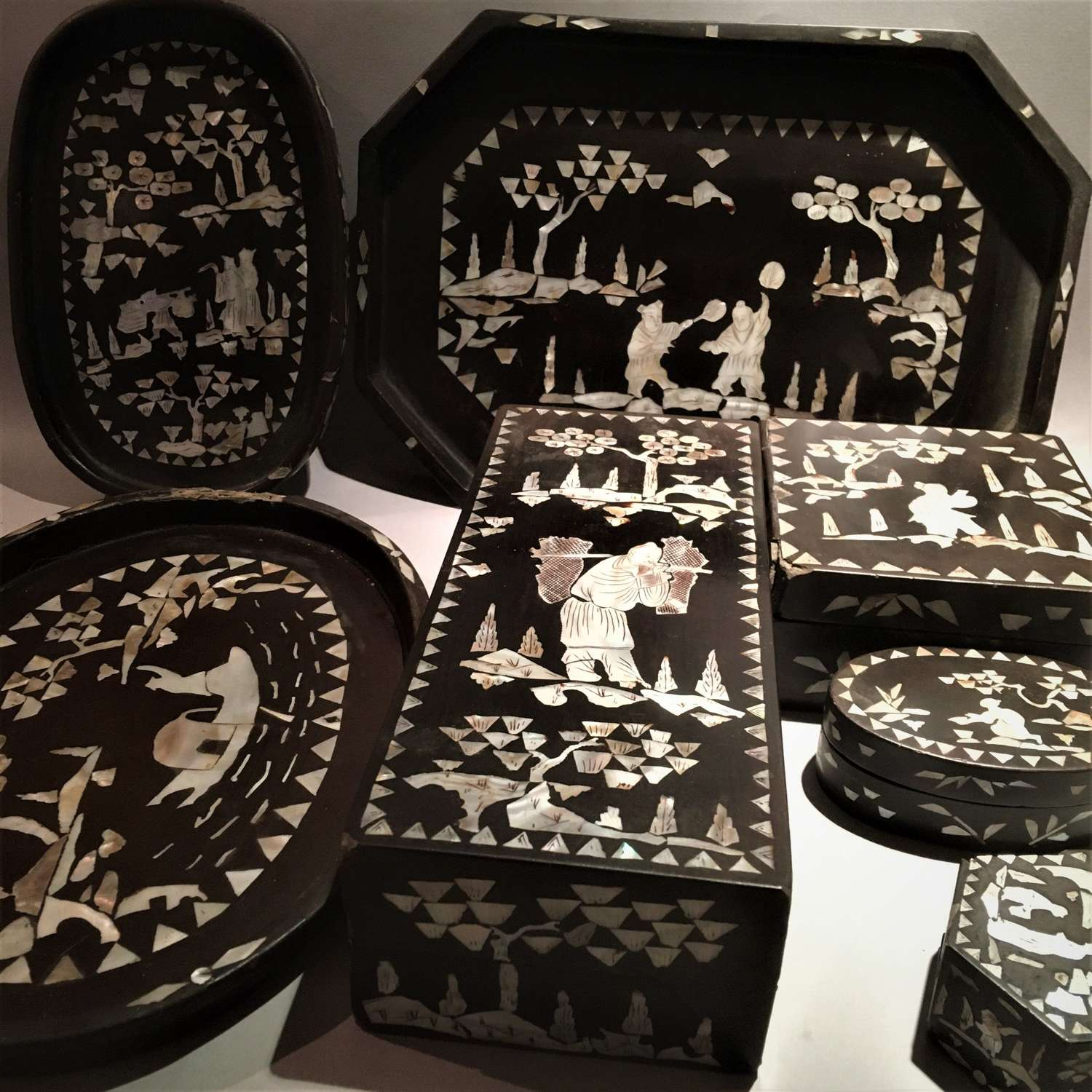 A quantity of antique Asian mother-of-pearl inlaid lacquer 螺細漆器 items